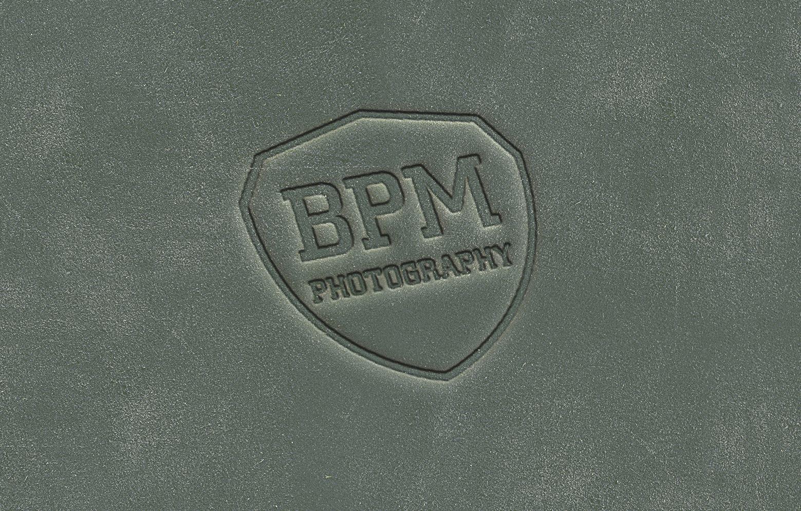 Logo von Benjamin Pichelmann auf Fotografenmappe aus Leder