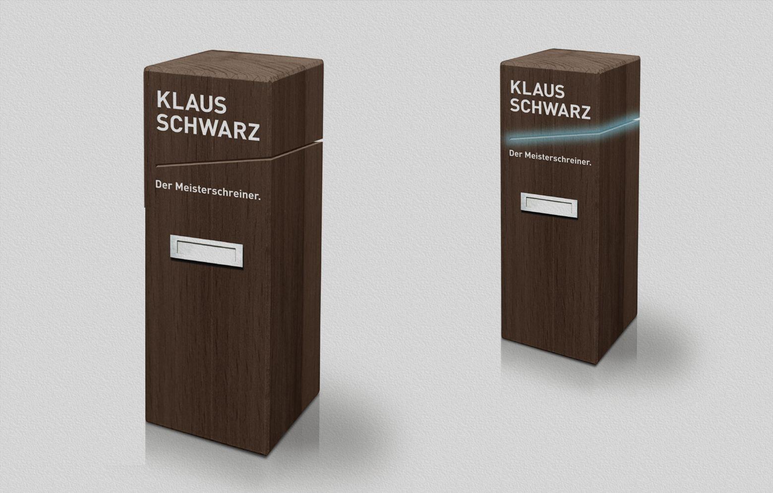 Klaus Schwarz Pilon mit Logo und Licht